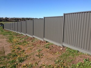 pvc-lysaght-fence-think-fencing04
