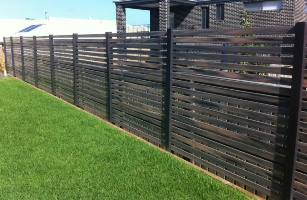 horizontal-slatted-semi-privacy-screen-fence